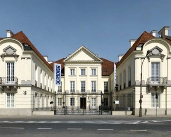 Pałac Młodziejowskiego w Warszawie – cyklinowanie parkietu w pomieszczeniach biurowych cykliniarze parkieciarze zdjecie