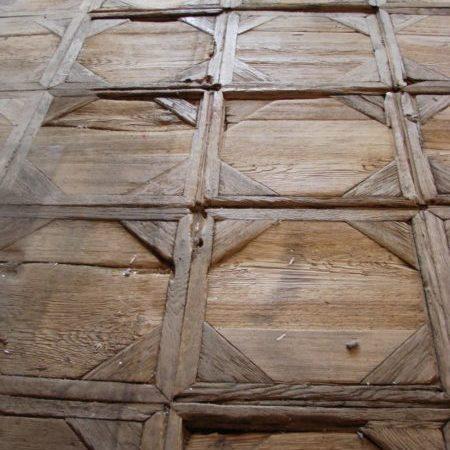Konserwacja i rekonstrukcja zabytkowych taflowych posadzek drewnianych w pałacu w Starym Gostkowie obrazek cykliniarze parkieciarze aktualnosci