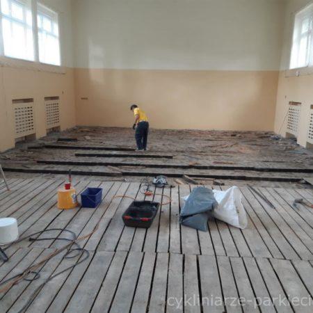 Podłogi Kornik montaż sali