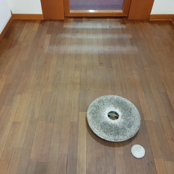 Okresowa konserwacja podłogi olejowanej.