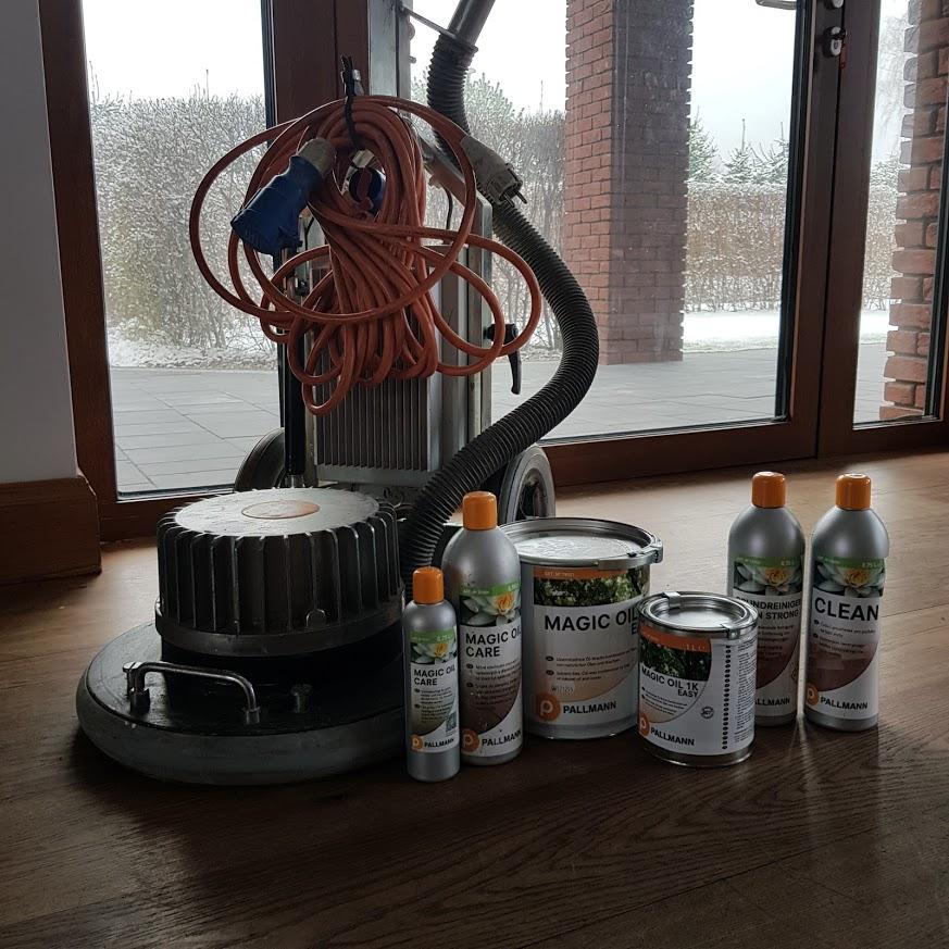 Gruntowne mycie oraz konserwacja posadzki drewnianej na bazie produktów od firmy Pallmann obrazek cykliniarze parkieciarze aktualnosci